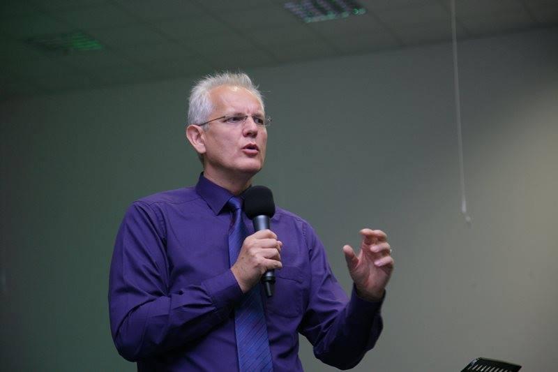 """Pastorul care l-a somat pe Iohannis să intervină în favoarea familiei tradiționale: """"Oricum am întoarce-o, homosexualitatea este un păcat"""""""