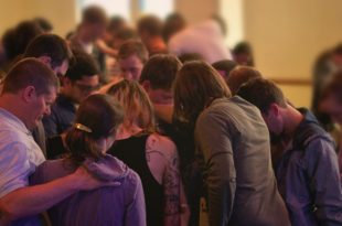 church-people-praying1
