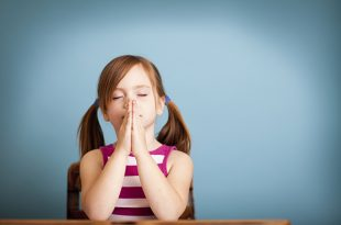 little-girl-praying