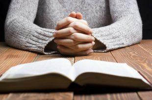 praying-woman-bible